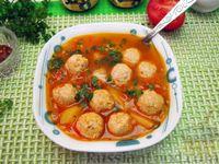 Фото к рецепту: Томатный суп с чечевицей и куриными фрикадельками