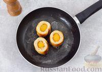 Фото приготовления рецепта: Яичница с сыром в хлебе - шаг №4