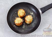 Фото приготовления рецепта: Яичница с сыром в хлебе - шаг №6