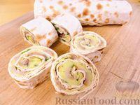 Фото к рецепту: Рулет из лаваша с картофельным пюре и копчёной скумбрией
