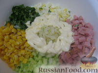 Рецепт салата с кукурузой яйцами колбасой #9
