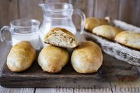 Фото к рецепту: Дрожжевые пирожки с капустой, тушенной в молоке