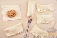 Фото приготовления рецепта: Слойки с варёной сгущёнкой и грецкими орехами - шаг №8