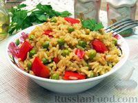 Фото к рецепту: Рис с овощами, зелёным горошком и соевым соусом