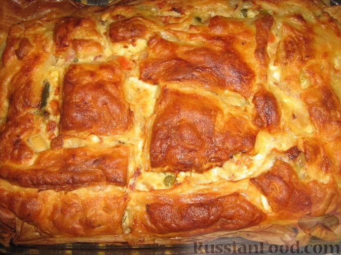 Рецепт Пирог из слоеного теста с беконом, овощами и сыром