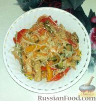 Фото к рецепту: Салат из фунчозы с мясом