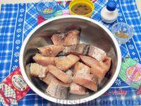 Фото приготовления рецепта: Жареная рыба в кляре на кефире - шаг №4