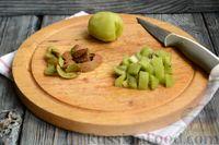 Фото приготовления рецепта: Фруктовый салат с заправкой из авокадо и йогурта - шаг №2
