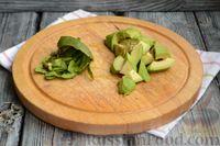 Фото приготовления рецепта: Фруктовый салат с заправкой из авокадо и йогурта - шаг №7