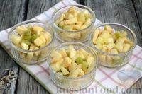 Фото приготовления рецепта: Фруктовый салат с заправкой из авокадо и йогурта - шаг №11