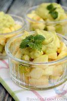 Фото приготовления рецепта: Фруктовый салат с заправкой из авокадо и йогурта - шаг №15