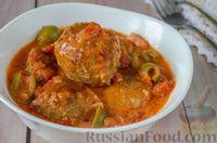 Фото к рецепту: Мясные тефтели с сыром, в томатно-сметанном соусе с оливками