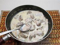 Фото приготовления рецепта: Куриная печень, тушенная в молоке - шаг №7