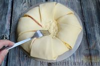Фото приготовления рецепта: Слоёный пирог с беконом и яично-сырной начинкой - шаг №11