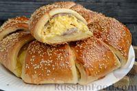 Фото приготовления рецепта: Слоёный пирог с беконом и яично-сырной начинкой - шаг №16