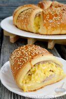 Фото приготовления рецепта: Слоёный пирог с беконом и яично-сырной начинкой - шаг №17