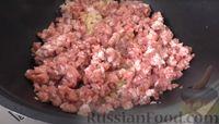 Фото приготовления рецепта: Пирог из лаваша с начинкой из мясного фарша и капусты - шаг №4