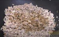 Фото приготовления рецепта: Пирог из лаваша с начинкой из мясного фарша и капусты - шаг №6