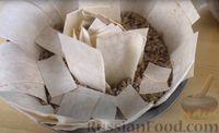 Фото приготовления рецепта: Пирог из лаваша с начинкой из мясного фарша и капусты - шаг №11