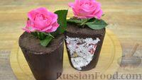"""Фото приготовления рецепта: Десерт """"Цветок в горшке"""" из шоколадного печенья и сырного крема - шаг №9"""