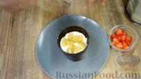 """Фото приготовления рецепта: Десерт """"Цветок в горшке"""" из шоколадного печенья и сырного крема - шаг №7"""