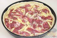 Фото приготовления рецепта: Дрожжевой пирог с мясом и картошкой - шаг №11