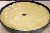 Фото приготовления рецепта: Дрожжевой пирог с мясом и картошкой - шаг №13