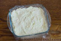 Фото приготовления рецепта: Творожно-кокосовый десерт со сгущёнкой, белым шоколадом и миндалём - шаг №9