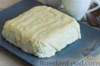 Фото приготовления рецепта: Творожно-кокосовый десерт со сгущёнкой, белым шоколадом и миндалём - шаг №12