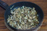 Фото приготовления рецепта: Суп с нутом, шпинатом и грибами - шаг №5