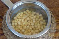 Фото приготовления рецепта: Суп с нутом, шпинатом и грибами - шаг №2
