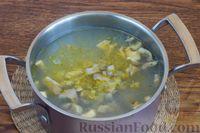 Фото приготовления рецепта: Суп с нутом, шпинатом и грибами - шаг №8