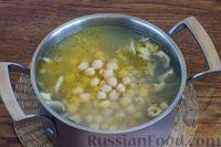 Фото приготовления рецепта: Суп с нутом, шпинатом и грибами - шаг №9