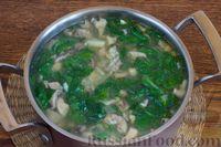 Фото приготовления рецепта: Суп с нутом, шпинатом и грибами - шаг №10
