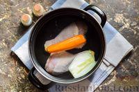 Фото приготовления рецепта: Куриный суп со шпинатом, плавленым сыром и сливками - шаг №2