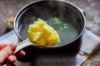 Фото приготовления рецепта: Куриный суп со шпинатом, плавленым сыром и сливками - шаг №7