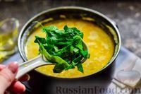 Фото приготовления рецепта: Куриный суп со шпинатом, плавленым сыром и сливками - шаг №12
