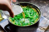 Фото приготовления рецепта: Куриный суп со шпинатом, плавленым сыром и сливками - шаг №13