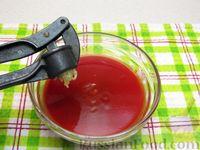 Фото приготовления рецепта: Куриные крылышки, тушенные  в томатном соусе - шаг №8