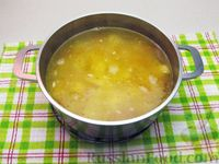 Фото приготовления рецепта: Картофельный суп с плавленым сыром - шаг №12