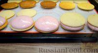 Фото приготовления рецепта: Бисквитное печенье-сэндвич с клубничной и сахарной начинкой - шаг №9