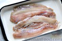 Фото приготовления рецепта: Рыбные котлеты с луком, морковью и петрушкой - шаг №4