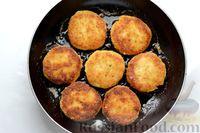 Фото приготовления рецепта: Рыбные котлеты с луком, морковью и петрушкой - шаг №18