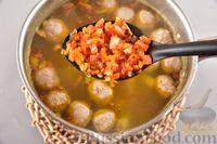 Фото приготовления рецепта: Гречневый суп с фрикадельками и овощами - шаг №12
