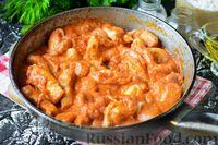 Фото приготовления рецепта: Бефстроганов из индейки, в сметанно-томатном соусе - шаг №10