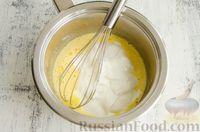 Фото приготовления рецепта: Шарики из песочной крошки с заварным сметанным кремом и орехами - шаг №8