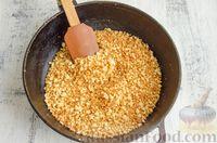 Фото приготовления рецепта: Шарики из песочной крошки с заварным сметанным кремом и орехами - шаг №6
