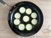 Фото приготовления рецепта: Омлет с кабачком и колбасой (в духовке) - шаг №3