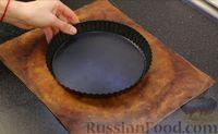 Фото приготовления рецепта: Открытый песочный пирог с ягодами - шаг №7