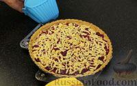 Фото приготовления рецепта: Открытый песочный пирог с ягодами - шаг №15